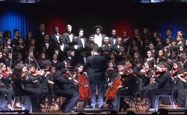 - Ovo je mali znak zahvalnosti i dokaz da gde god bili u dijaspori nikada nećemo zaboraviti odakle smo došli - napisao je dirigent Aleksandar Đurić na svom Jutjub kanalu.