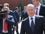 (FOTO) Ruski lider prikazan u stripu: Vladimir Putin oči u oči sa Supermenom