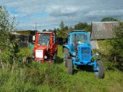Maturantkinje Katarina i Sara traktorima su došle poslednjeg dana škole