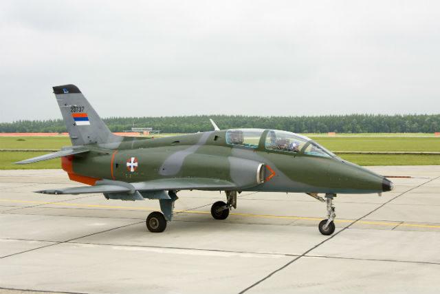 piloti na aerodromu Golubovci kod Podgorice izvlačili su karte za supertajnu misiju, bez znanja i odobrenja komande u Beogradu: