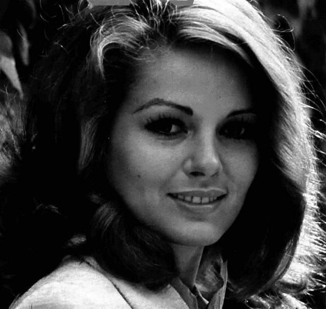 Srpsko-italijanska glumica koja se na filmu pojavila 1960-ih te ubrzo postala ikona platna: Beba Lončar