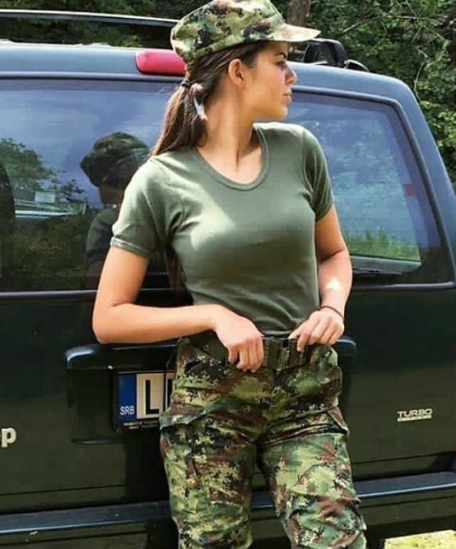(FOTO) Srpkinje u uniformama brutalno dobro izgledaju: Sada će Srbin rado ići u vojnike!