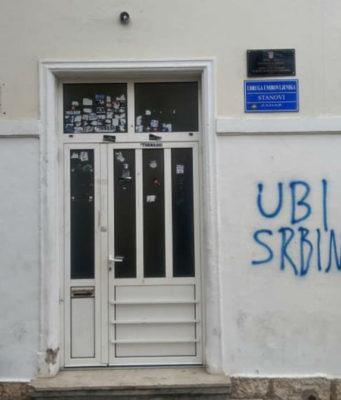 """(FOTO) Dodao jedno slovo i prepravio grafit """"Ubi Srbina"""": Jedni ga hvale, drugi pljuju!"""